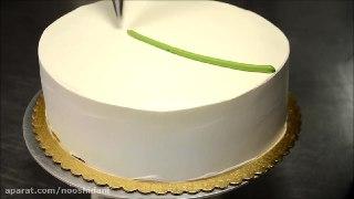 تزئین کیک با گل های لاله
