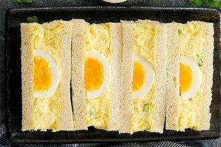 تصویر ساندویچ سالاد تخم مرغ