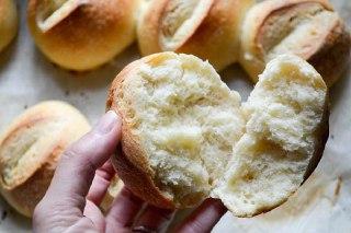 تصویر نان بروتچن وسط