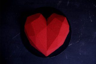 تصویر کیک قلبی سورپرایز قرمز