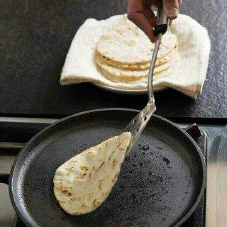 تهیه نان لواش خانگی