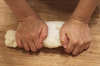 عکس ورز دادن خمیر دوکبوکی