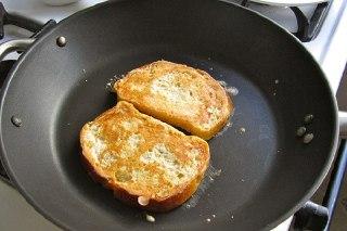 عکس پختن نان تست ها