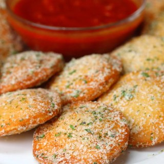 نان سیر و پنیر موزارلا