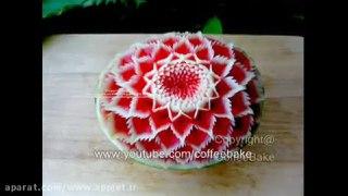کنده کاری نقش گل روی هندوانه