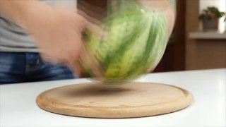 ۶ روش مختلف پوست کندن هندوانه