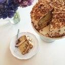 کیک نسکافه ای با روکش بادام