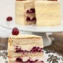 کیک توت با شکلات سفید