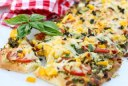 پیتزای سبزیجات آسان پیتزای آسان با نان معمولی و سبزیجات تابستانی