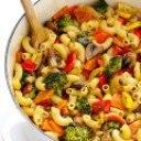 سبزیجات کبابی با پاستا و چاشنی چدار