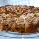 کیک قهوه ای ریواس و بادام